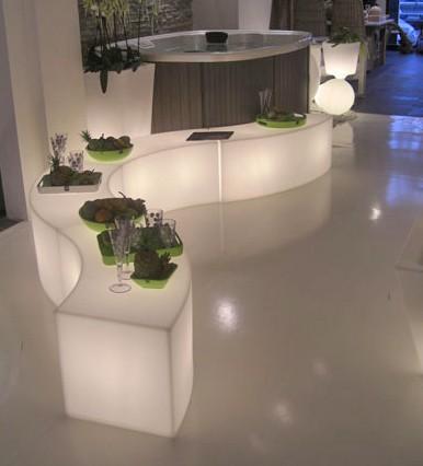 une banquette lumineuse l int rieur et l ext rieur. Black Bedroom Furniture Sets. Home Design Ideas